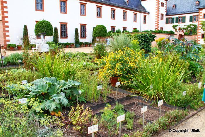 Bilder und fotos zu klostergarten der basilika in seligenstadt aschaffenburger stra e seite 2 for Seligenstadt schwimmbad