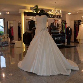 Mariella Mode für Braut & Bräutigam in Hattingen an der Ruhr