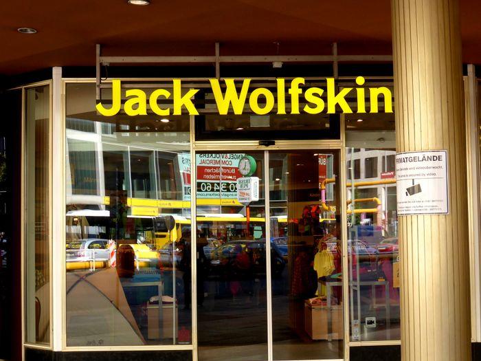 new product cf85c 763be JACK WOLFSKIN Store in Berlin ⇒ in Das Örtliche