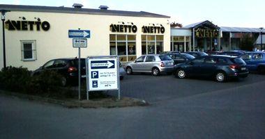 Netto Deutschland - schwarz-gelber Discounter mit dem Scottie in Waren (Müritz)