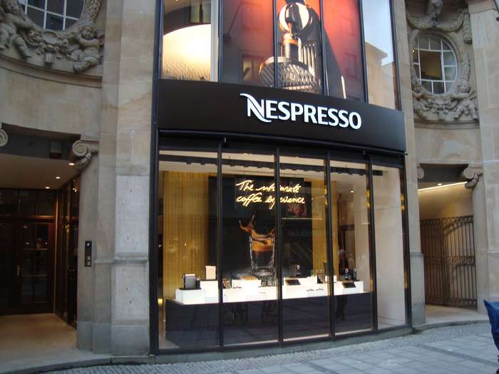bilder und fotos zu nespresso store m nchen in m nchen theatinerstrasse. Black Bedroom Furniture Sets. Home Design Ideas
