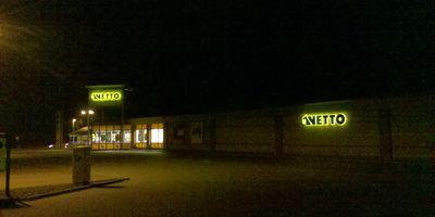 NETTO Deutschland - schwarz-gelber Discounter mit dem Scottie in Glinde Kreis Stormarn