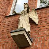 »Segnender Engel« auf dem Gelände der Stephanus-Stiftung in Berlin