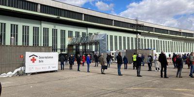 »Hangar 3-4« Flughafen Tempelhof in Berlin