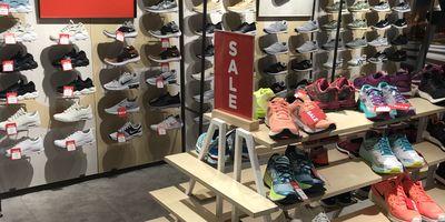 Runners Point Olympia Einkaufszentrum Schuhfachgeschäft in München