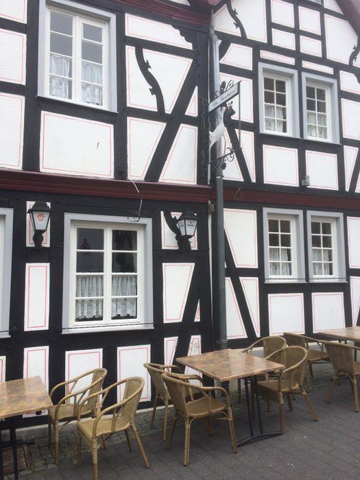 bilder und fotos zu restaurant altes standesamt altes rathaus in bad honnef markt. Black Bedroom Furniture Sets. Home Design Ideas