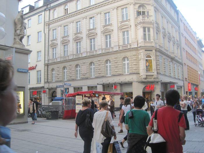 H M Hennes Mauritz Gmbh In München In Das örtliche