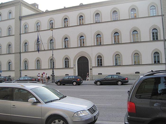 bayerischer verwaltungsgerichtshof in m nchen maxvorstadt. Black Bedroom Furniture Sets. Home Design Ideas