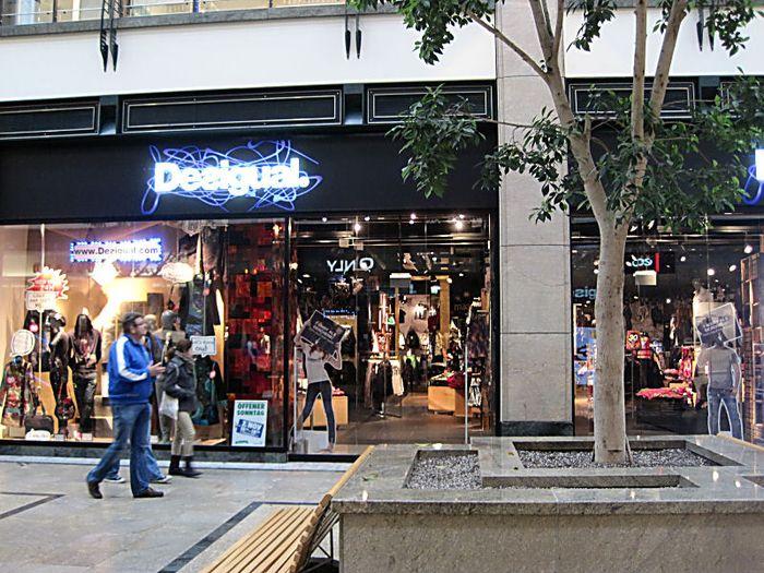 gut aussehend ungleich in der Leistung große sorten Desigual Centro Oberhausen Shop Zone 4, C008/010 - 4 ...