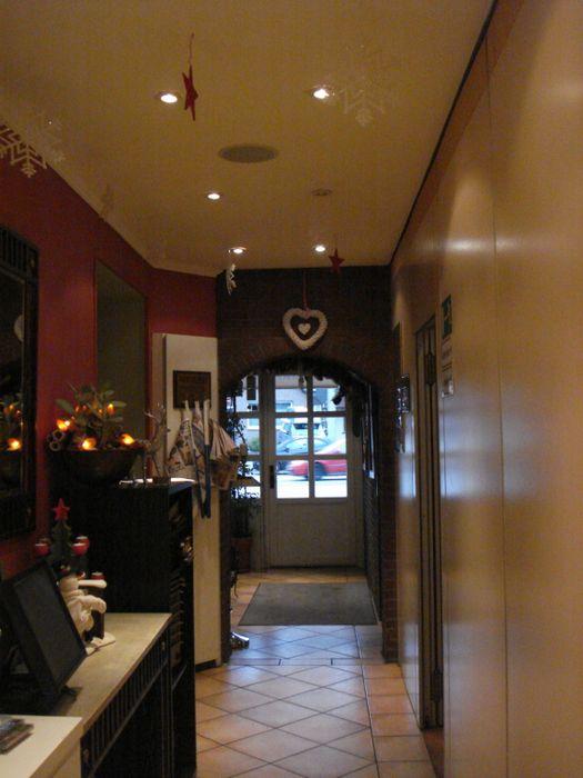 bilder und fotos zu hotel zum zeppelin in hamburg frohmestr. Black Bedroom Furniture Sets. Home Design Ideas