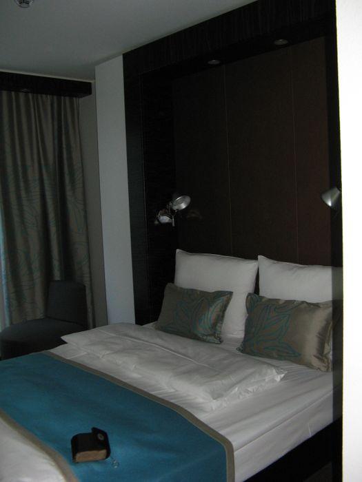 bilder und fotos zu motel one hamburg am michel in hamburg ludwig erhard str. Black Bedroom Furniture Sets. Home Design Ideas