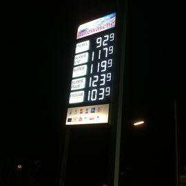 OIL CNG Biomethantankstelle in Hamburg