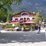 Mohrenplatz Wirtshaus und Schmankerlmarkt in Garmisch-Partenkirchen