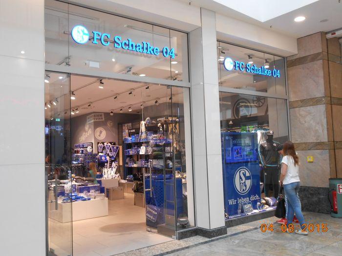 bilder und fotos zu fc schalke 04 fan shop in oberhausen im rheinland centroallee. Black Bedroom Furniture Sets. Home Design Ideas