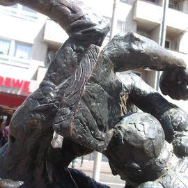 Bild zu Zwei Streitende mit einem Brett vor dem Kopf in Düsseldorf