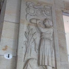 Reliefs am Haus Altmarkt in Dresden