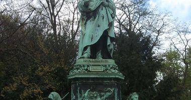 Peter-von-Cornelius-Denkmal am Steigenberger Parkhotel in Düsseldorf