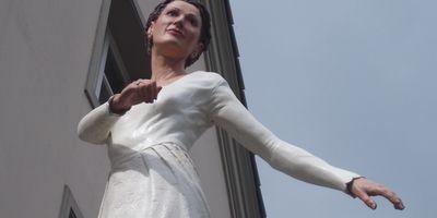 """Säulenheilige - """"Die Braut"""" von Christoph Pöggeler in Düsseldorf"""
