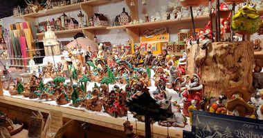 Weihnachtsmarkt an der Paulskirche in Frankfurt am Main