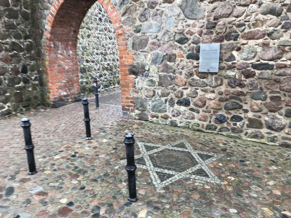 Denkmal für die ehemalige jüdische Synagoge Templin - 1 Bewertung - Templin  - Berliner Straße   golocal