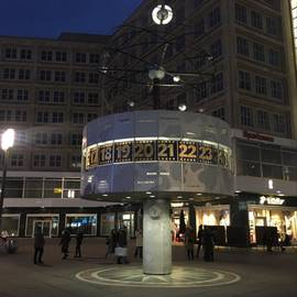 Urania-Weltzeituhr auf dem Alex in Berlin