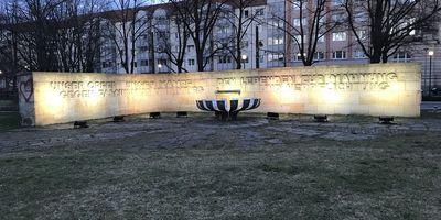 """""""Mahnmal für den antifaschistischen Widerstand und gegen Krieg"""" in Potsdam"""