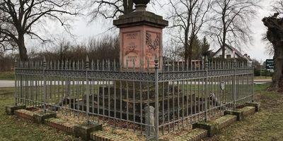 Kleines Denkmal in Hakenberg in Hakenberg Gemeinde Fehrbellin