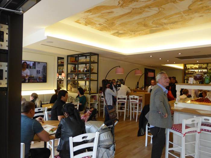 restaurants kneipen cafes bewertungen in d sseldorf golocal. Black Bedroom Furniture Sets. Home Design Ideas