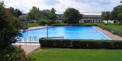Städtisches Sportzentrum und Schwimmbad in Mehlingen