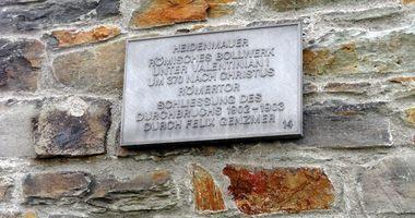 Heidenmauer mit Römertor in Wiesbaden
