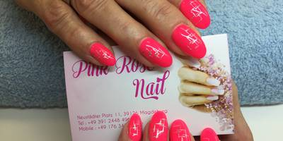 Pink rose nail in Magdeburg