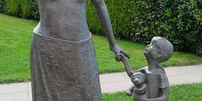 """Skulptur Fischersfrau """"Meeresblick"""" in Ostseebad Kühlungsborn"""