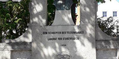 Denkmal Landrat von Stubenrauch - Schoepfer des Teltowkanals in Teltow