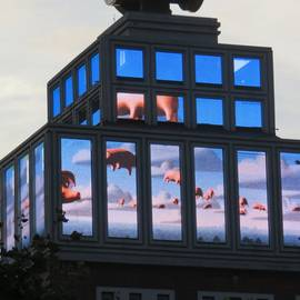 Fliegende Bilder am Dortmunder U in Dortmund