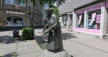 Pannekaukenfrau - Skulptur in Schwerte in Schwerte