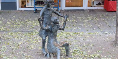 Spielende Mädchen - Skulpturengruppe in Rheda-Wiedenbrück