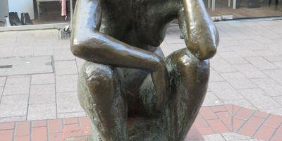 Die Hockende - Skulptur in Duisburg