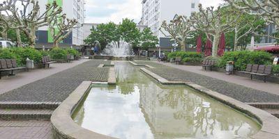 Friedensplatz mit Brunnen in Oberhausen im Rheinland