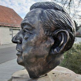 Bild zu Alfons-Goppel-Stele in Reinhausen in Regensburg