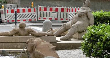 Peter Lenk Brunnen - Konstanzer Triumphbogen in Konstanz
