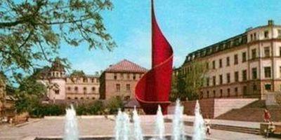 Großskulptur Fahnenmonument / Flamme der Revolution in Halle an der Saale