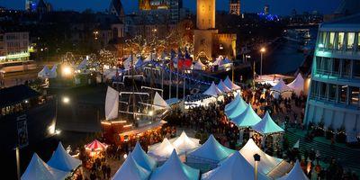 Kölner Hafen-Weihnachtsmarkt am Schokoladenmuseum in Köln