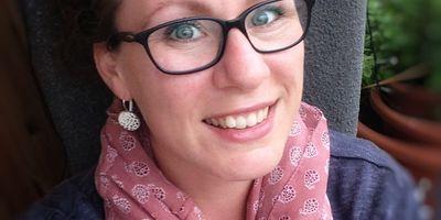 Hebamme Cornelia Louzi in Haan im Rheinland