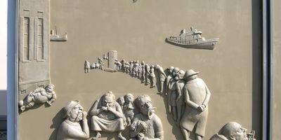 """Triptychon """"Ludwigs Erbe"""" von Bildhauer Peter Lenk in Bodman-Ludwigshafen"""